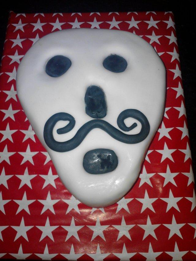 Simple Retro Skull Cake
